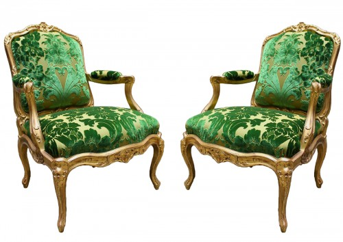 A pair of Louis XV Fauteuils à Châssis attributed to Louis Cresson