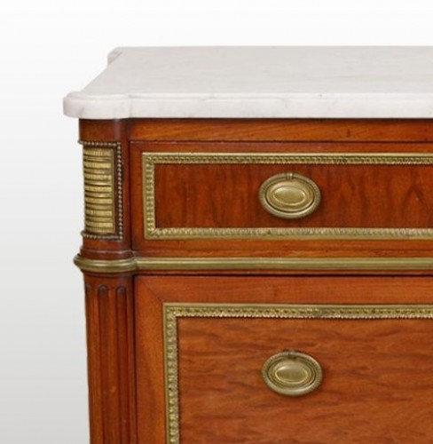 """Small """"framed"""" Entre-Deux commode by Louis Moreau - Furniture Style Louis XVI"""