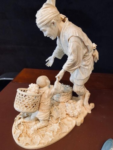 Antiquités - Large Group In Ivory, Japan Meiji