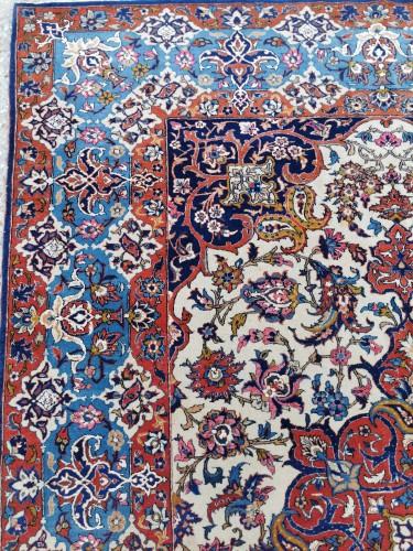 - Isfahan Wool And Silk Rug - Iran Late 19th century