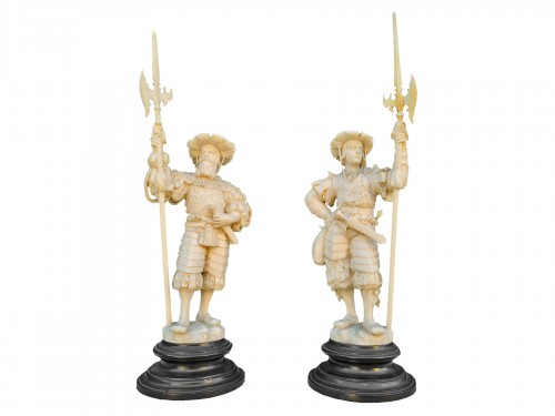 Pair Of Two Ivory Character, Lansquenets In Breastplate - Germany XIXth
