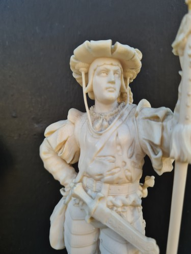 Sculpture  - Pair Of Two Ivory Character, Lansquenets In Breastplate - Germany XIXth