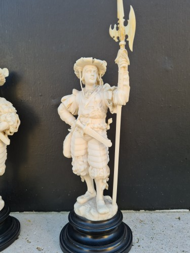 Pair Of Two Ivory Character, Lansquenets In Breastplate - Germany XIXth -