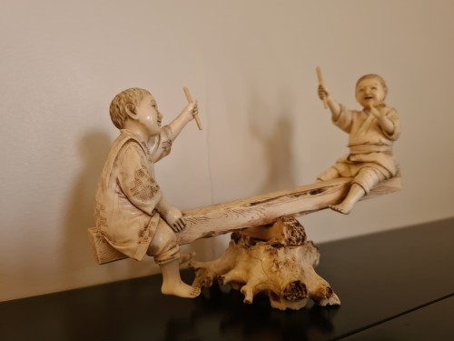 Okimono Ivory - Two Children On A Swing - Japan 19th - Asian Works of Art Style