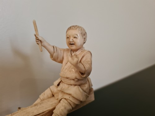 Okimono Ivory - Two Children On A Swing - Japan 19th -