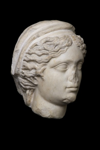 BC to 10th century - Marble head of a draped and hairdresser women, Roman