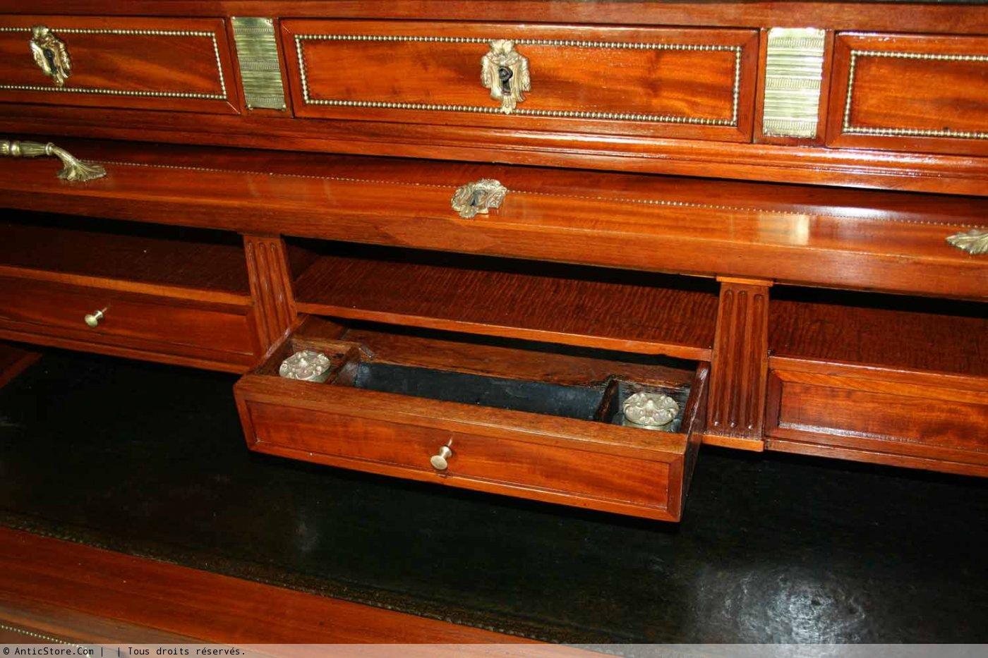 Bureau cylindre d poque louis xvi xviiie si cle for Mobilier bureau 63