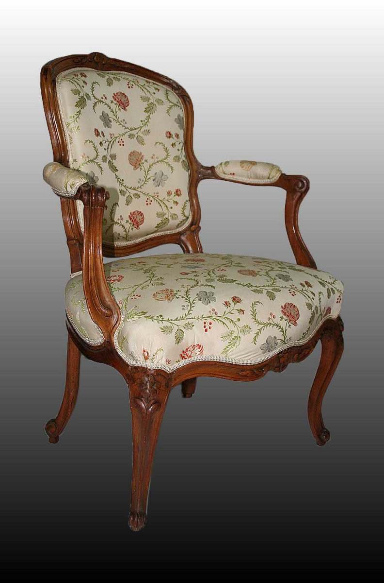 paire de fauteuils cabriolet d 39 poque louis xv estampill s e meunier xviiie si cle. Black Bedroom Furniture Sets. Home Design Ideas
