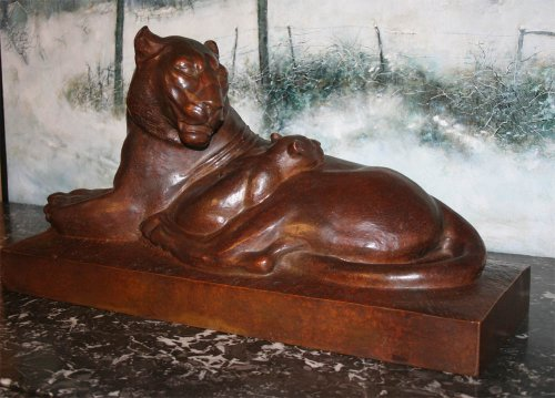 Sculpture  - Lioness lying - Georges Hilbert (1900-1982)