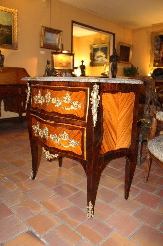 "Louis XV  ""sauteuse"" chest of drawer - Furniture Style Louis XV"