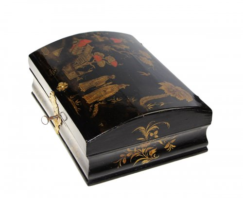 Wooden wig box in oriental style,