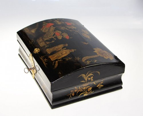 18th century - Wooden wig box in oriental style,