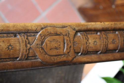 Armchair in Walnut 16th century -