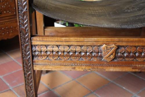 16th century - Armchair in Walnut 16th century