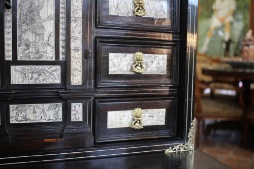 Antiquités - 17th Century Cabinet