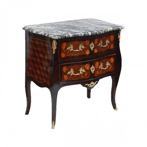 """Louis XV - Louis XV period """"sauteuse"""" chest of drawers"""