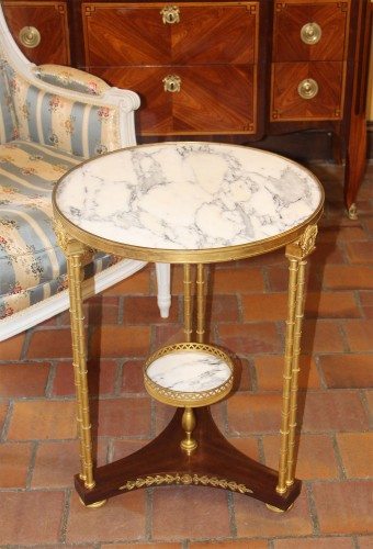 Circular neoclassical style pedestal table in bronze - Furniture Style