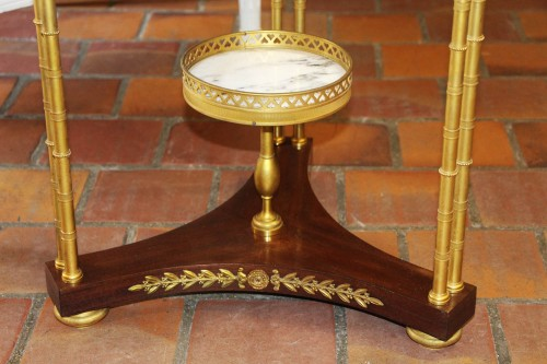 Circular neoclassical style pedestal table in bronze -