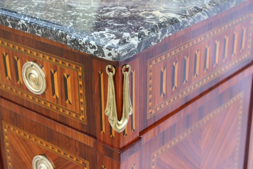 Louis XVI period chest , Stamped  by Jean-Baptiste Courte - Furniture Style Louis XVI