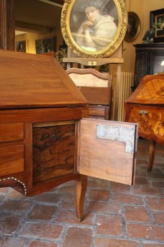 "Large sloping desk called ""donkey's back""  - Transition"