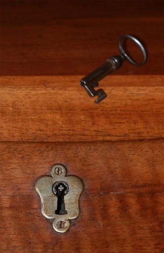 "Antiquités - Large sloping desk called ""donkey's back"""