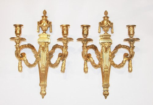 Pair of Louis XVI period wall lights with two very finely chiseled and gild - Lighting Style Louis XVI