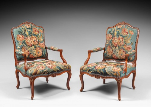 Pair of Natural Wood Armchairs Decorated with a Beauvais Tapestry - Seating Style Louis XV