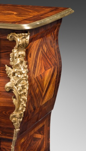 Rare commode en sarcophage attribuée à Doirat (1675-1732) - Furniture Style French Regence