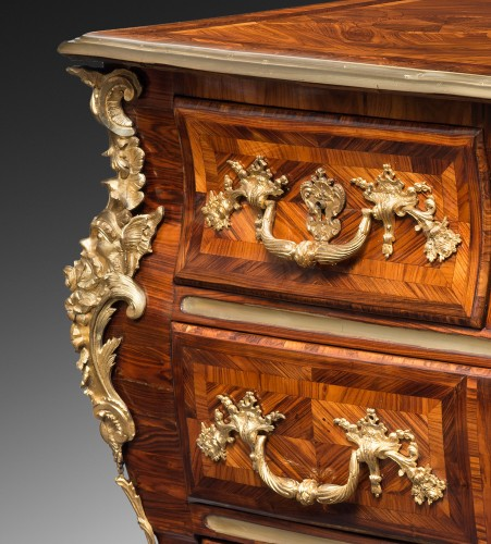Furniture  - Rare commode en sarcophage attribuée à Doirat (1675-1732)