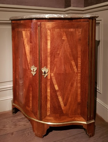 Corner  cabinet of Regence period in amaranth and satin - French Regence