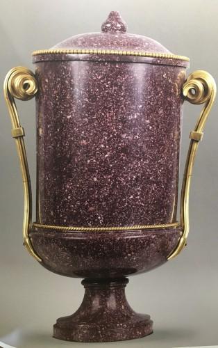 Antiquités - Porphyre vase