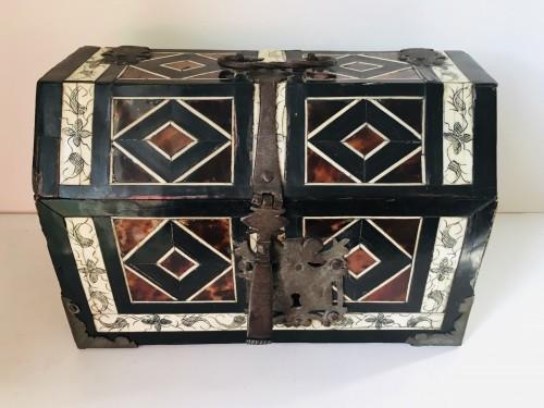 Mexicain colonial casket  -