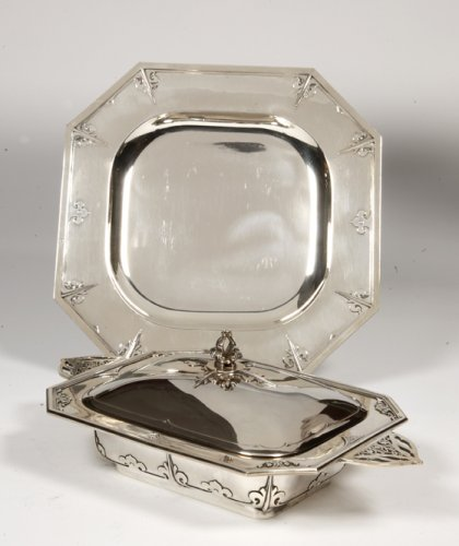 Antique Silver  - Vegetable dish and its display stand by Cardeilah