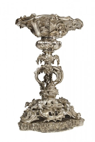 "Centerpiece ""La chasse"" in silvered bronze  XIXth"