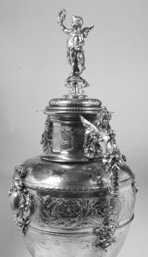 Antiquités - Large silver decoration vase by R. Mayer