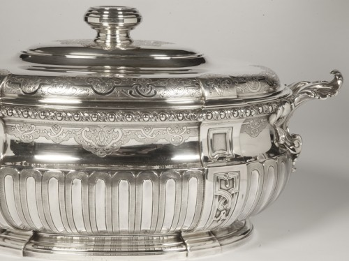 Antique Silver  - Puiforcat - Covered terrine in silver and its lining