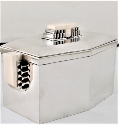 Art Déco -  CARDEILHAC Covered box in solid silver and ivory ART DECO period