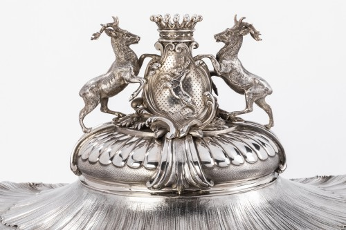 Silversmith Gustave Odiot - Large terrine of aparat on his dormant - Antique Silver Style Napoléon III