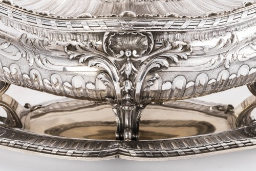 Silversmith Gustave Odiot - Large terrine of aparat on his dormant -