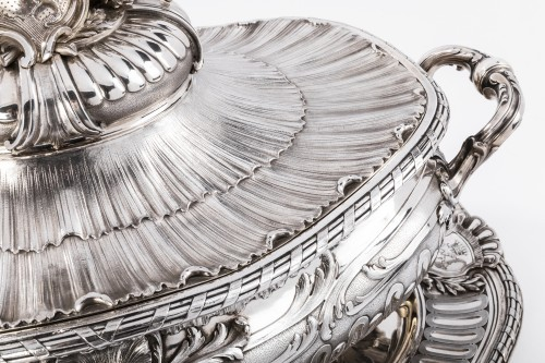 19th century - Silversmith Gustave Odiot - Large terrine of aparat on his dormant
