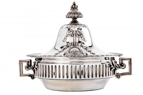 GUSTAVE ODIOT (1865/1894) - Vegetable dish in sterling silver 19th