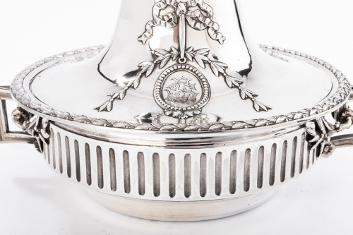 19th century -  GUSTAVE ODIOT (1865/1894) - Vegetable dish in sterling silver 19th