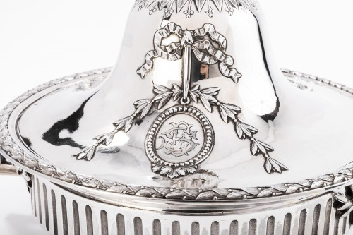 GUSTAVE ODIOT (1865/1894) - Vegetable dish in sterling silver 19th - Napoléon III