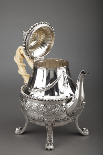 Goldsmith CARDEILHAC - Important Teapot in sterling silver and ivory 19th  - Napoléon III