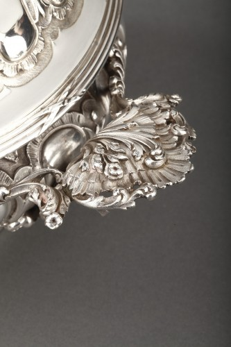 Goldsmith MERITE - Vegetable dish and gravy boat in solid silver 19th cent -