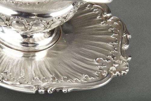 Antiquités - Goldsmith MERITE - Vegetable dish and gravy boat in solid silver 19th cent