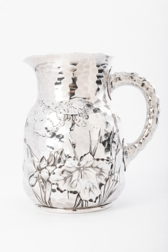 Goldsmith J.E. CALDWELL - Hammered solid silver pitcher 20th century - Antique Silver Style Art nouveau