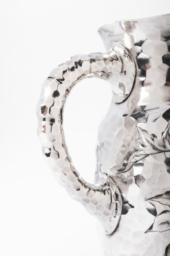 Antiquités - Goldsmith J.E. CALDWELL - Hammered solid silver pitcher 20th century