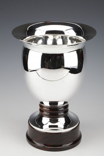 Solid silver vase made by the Brussels silversmith SIMONET - Art Déco