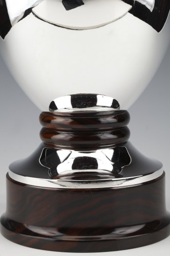 Antiquités - Solid silver vase made by the Brussels silversmith SIMONET